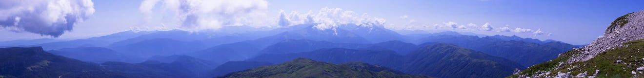 Montagne di Caucaso di panorama, con i pendii Oshten Immagine Stock Libera da Diritti