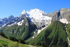 Montagne di Caucaso Dombai Fotografie Stock