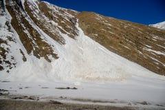 Montagne di Caucaso in Georgia fotografie stock libere da diritti