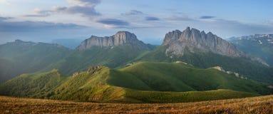 Montagne di Caucaso orientali e Acheshbok occidentale Immagini Stock