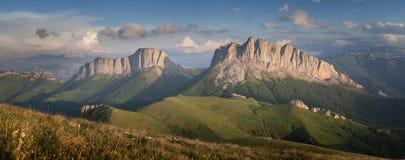 Montagne di Caucaso orientali e Acheshbok occidentale Fotografia Stock