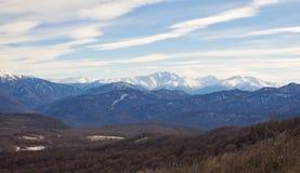 Montagne di Caucaso un giorno di inverno Fotografia Stock