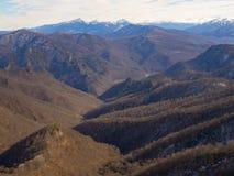 Montagne di Caucaso un giorno di inverno Immagine Stock