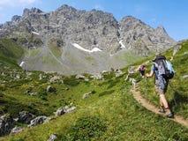 Montagne di Caucaso vicino a Roshka Massiccio di Chaukhi e La di Abudelauri fotografia stock libera da diritti