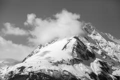 Montagne di Chlkat con le nuvole Immagini Stock