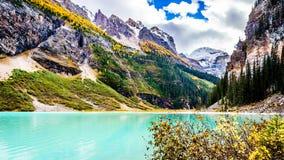 Montagne di Fairview e di Lake Louise nel parco nazionale di Banff Fotografie Stock