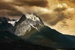 Montagne di Garmisch-Partenkirchen in autunno immagini stock
