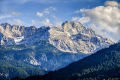 Montagne di Garmisch-Partenkirchen in autunno immagini stock libere da diritti