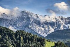 Montagne di Garmisch-Partenkirchen in autunno immagine stock