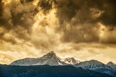 Montagne di Garmisch-Partenkirchen con neve immagine stock libera da diritti