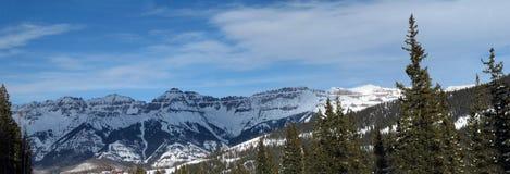 Montagne di inverno con le cabine Fotografia Stock Libera da Diritti