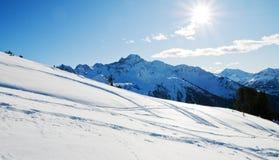 Montagne di inverno dello Snowy Immagine Stock