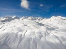 Montagne di inverno, valle della neve in alpi italiane Livignio Immagine Stock