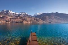 Montagne di legno del lago pier Fotografia Stock Libera da Diritti