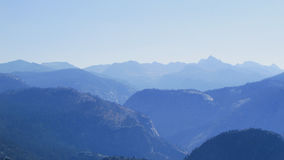 Montagne di mattina, parco nazionale di Yosemite Immagini Stock Libere da Diritti