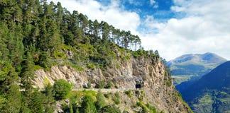 Montagne di Pirenei, della strada ad alta altitudine e del tunnel Immagini Stock Libere da Diritti