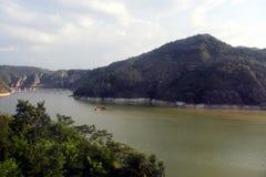 Montagne di Qinling: paesaggio sulla frontiera nord-sud della Cina immagine stock libera da diritti