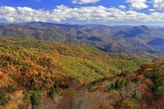 Montagne di Ridge blu in autunno Immagini Stock