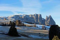 Montagne di Schlern su Seiser Alm Il Tirolo del sud Fotografia Stock Libera da Diritti