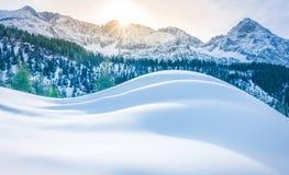 Montagne di Snowy e mucchi di neve Immagine Stock Libera da Diritti