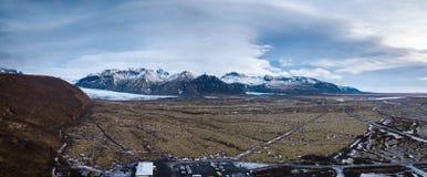 Montagne di Snowy nel paesaggio dell'Islanda Immagine Stock