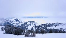 Montagne di Snowy nelle alpi della Svizzera Immagine Stock Libera da Diritti
