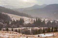 Montagne di Snowy prima della tempesta Immagini Stock Libere da Diritti