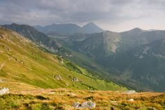 Montagne di Tatra sotto il cielo nuvoloso Fotografia Stock Libera da Diritti