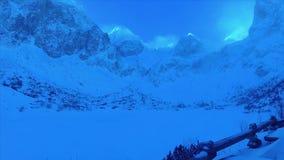 Montagne di Tatras del riparo della montagna alte nell'inverno Slovacchia video d archivio