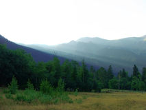 In montagne dopo una pioggia immagini stock