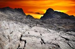 Montagne drammatiche di paesaggio del cielo Fotografie Stock Libere da Diritti