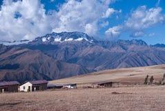 Montagne e campagna peruviane Fotografia Stock Libera da Diritti