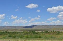 Montagne e campo aperto Fotografie Stock