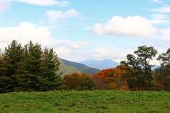 Montagne e cielo Immagini Stock
