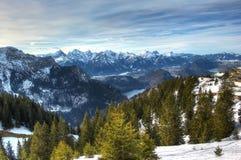 Montagne e laghi nell'inverno (alpi di Allgäu in Baviera, Germania). Fotografia Stock Libera da Diritti