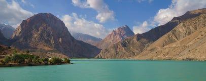 Montagne e lago Fotografie Stock Libere da Diritti