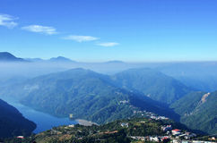 Montagne e lago Immagini Stock