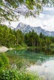 Montagne e lago delle alpi in Almsee in Austria Fotografia Stock Libera da Diritti