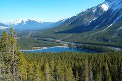 Montagne e lago di inverno fotografia stock