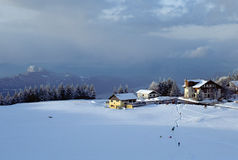 Montagne e lago nevicati Bourget in Le Sire france Immagine Stock