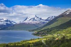 Montagne e mare Fotografia Stock
