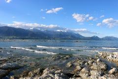 Montagne e mare ricoperti neve Kaikoura Nuova Zelanda Fotografia Stock Libera da Diritti