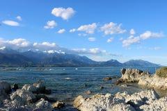 Montagne e mare ricoperti neve Kaikoura Nuova Zelanda Immagine Stock Libera da Diritti