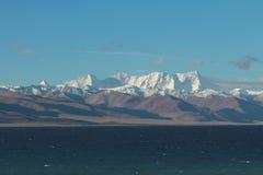 Montagne e Nam Lake di Nyenchen Tonglha Fotografia Stock
