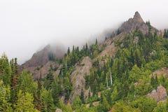 Montagne e nebbia Immagini Stock Libere da Diritti