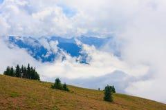 Montagne e nebbia Immagine Stock