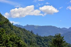 Montagne e nubi Immagine Stock