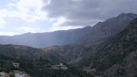 Montagne e nubi stock footage