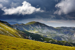 Montagne e nubi Fotografie Stock