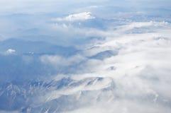 Montagne e nubi Fotografia Stock Libera da Diritti